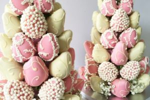Pink_and_white_chocolate_dipped_strawberry_tower_grande